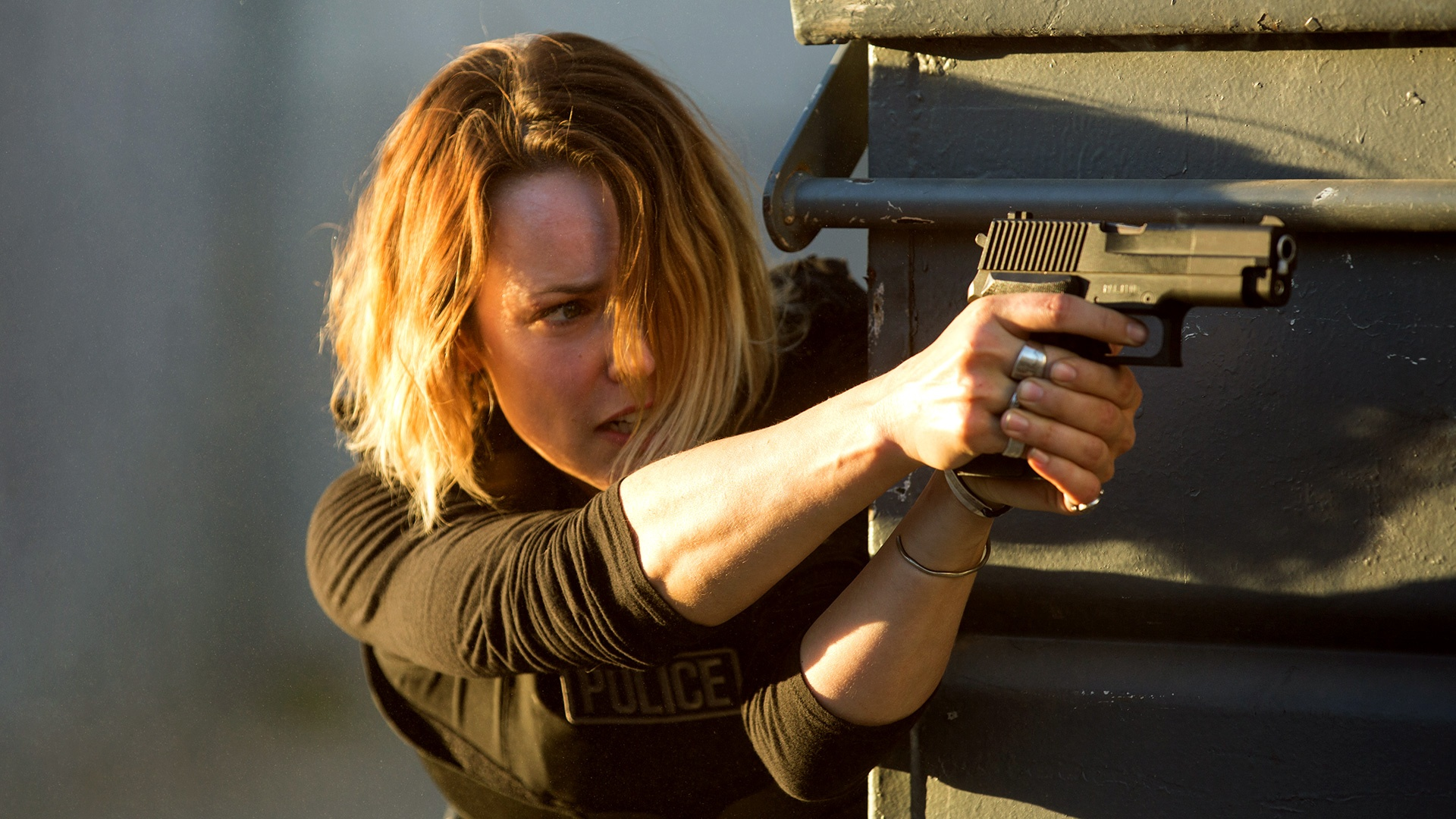 Detective Ani Bezzerides